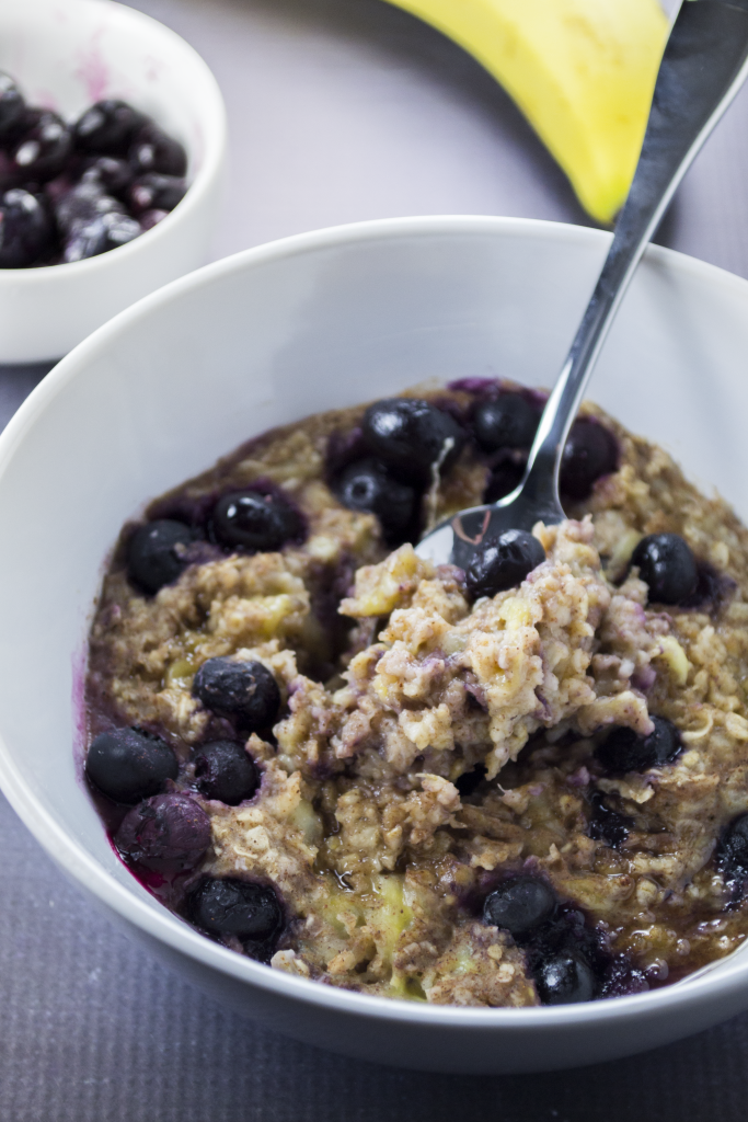Perfect for a quick morning meal. Make this delicious blueberry banana oatmeal to get your day started off on the right foot. Pst...it uses the power of the microwave. - OCD Kitchen
