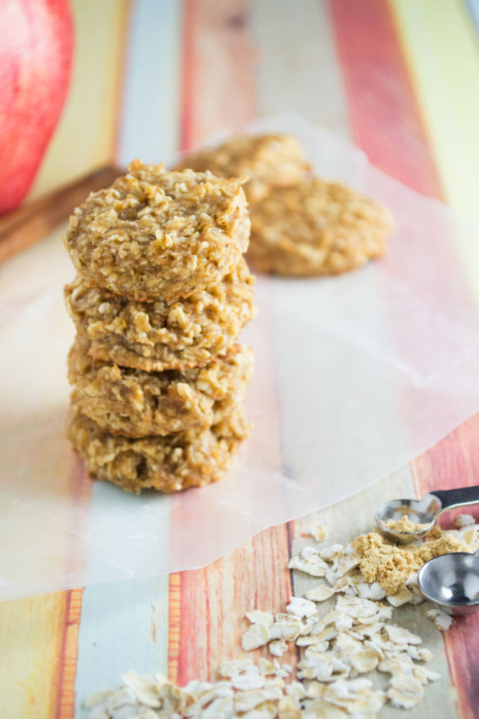 Homemade oatmeal bites that will rival anything you find in stores. Ground ginger and mollases gives these mini bites a nice kick to start your day off right. - OCD Kitchen